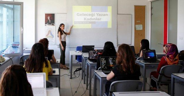 """""""Geleceği Yazan Kadınlar Projesi"""" Business Call to Action ağına katılıyor"""