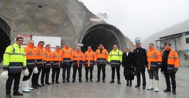 Bakan Varank, yeni Zigana Tüneli inşaatında incelemelerde bulundu