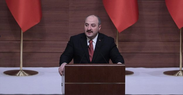 Bakan Varank: Salgın sürecinde Türkiye kendi kendine yetebilmenin en güzel örneklerini verdi