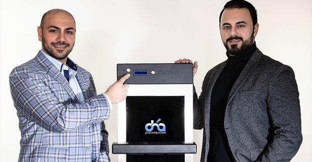 Almanya'da Türk gençleri dokunmatik ekranlarda koronavirüsü yok eden cihaz geliştirdi