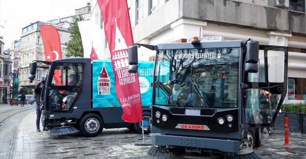 Kademe AŞ, yerli süpürme araçlarını Beyoğlu Belediyesi'ne teslim etti