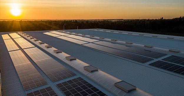 Elektrikte sanayi ve ticarethane aboneleri yatırım maliyeti olmadan çatılarına güneş santrali kurabilecek