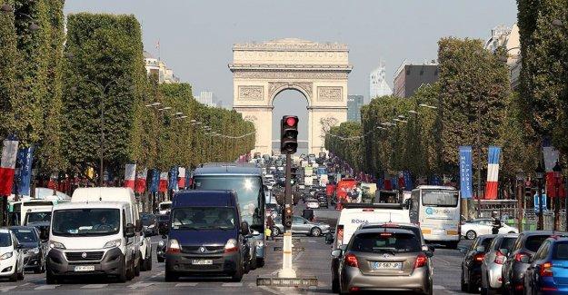 Fransa'da otomobil pazarı 1970'lerden bu yana en düşük seviyesinde