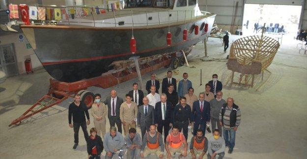 """Ayvalık'ta Denizcilik Lisesi atölyesinin ilk eseri """"Kontess"""" tamamlandı"""